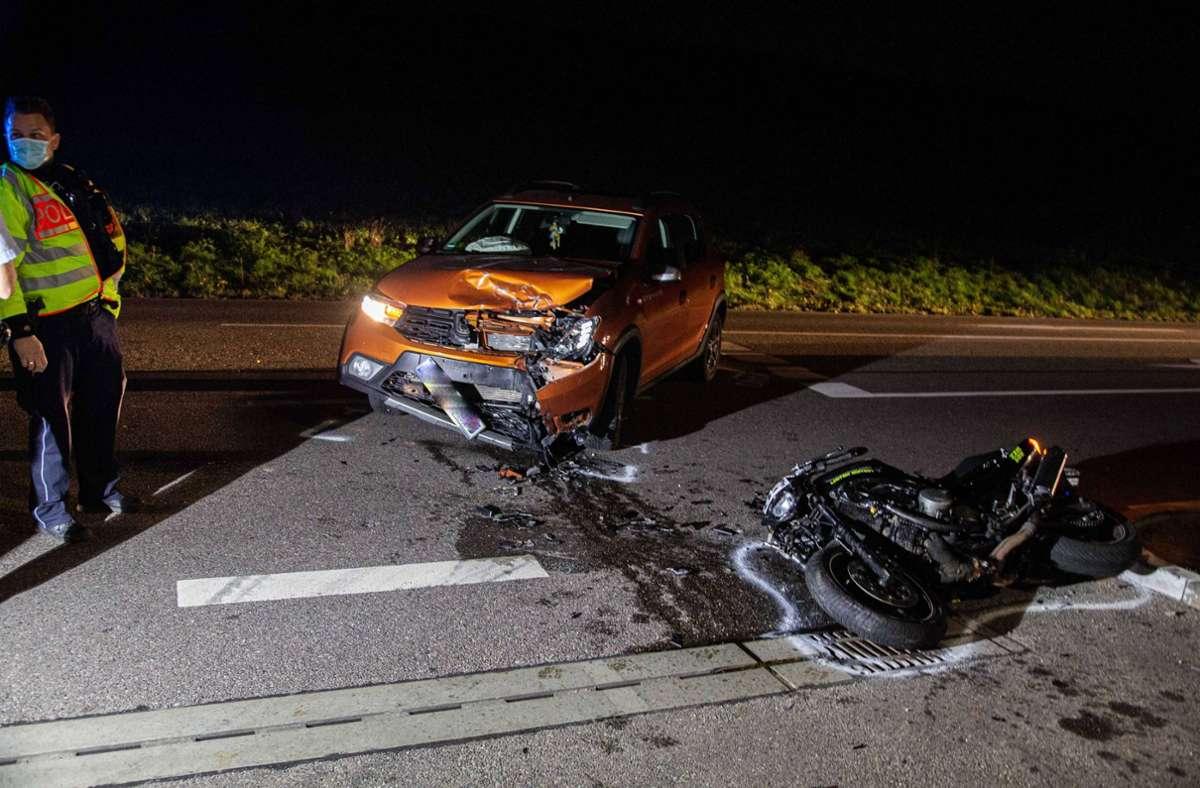 Bei dem Unfall wurden der Motorradfahrer und sein Sozius schwer verletzt. Foto: 7aktuell.de/ JB/7aktuell.de | JB