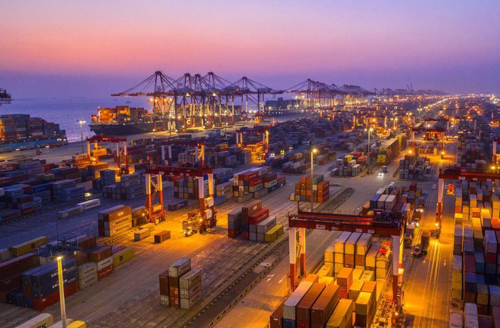 Containerhafen in Shanghai: China ist einer der wichtigsten Handelspartner Baden-Württembergs. Viele Arbeitsplätze hängen vom Auslandsgeschäft ab. Foto: dpa/Xu Haixin