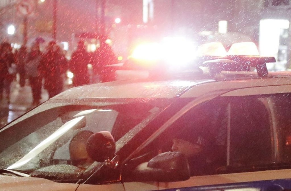 Die Polizei ist noch auf der Suche nach dem 17-jährigen Sohn (Symbolfoto). Foto: AP