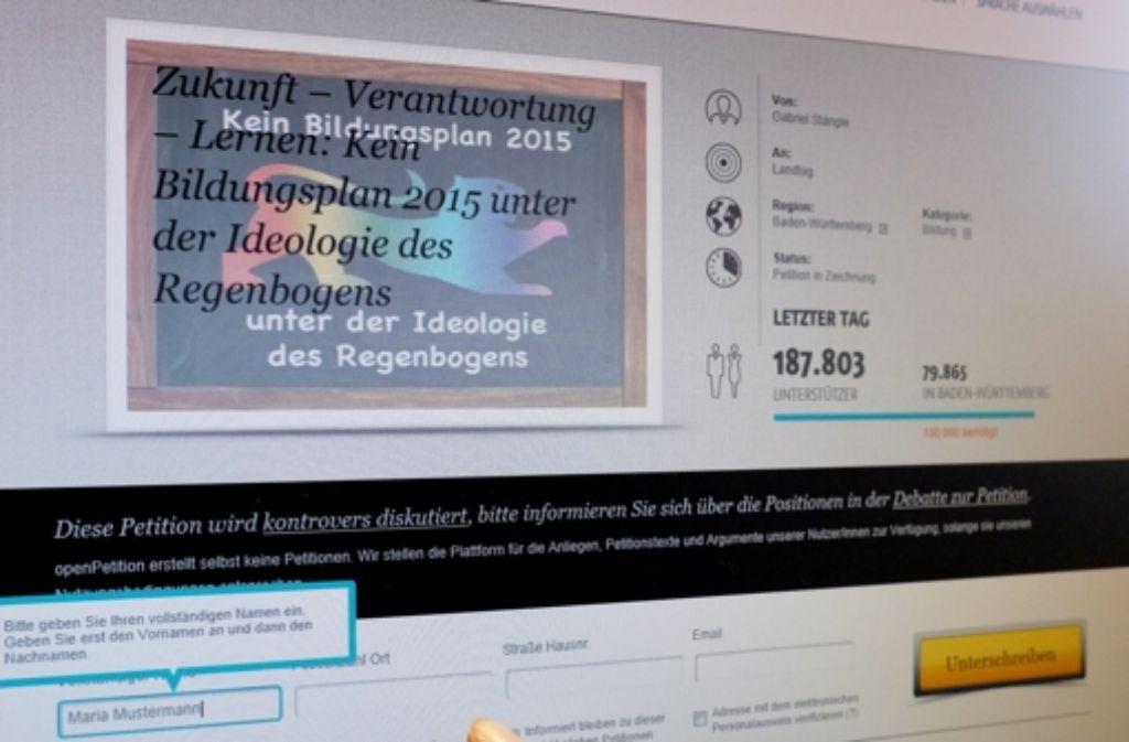 Knapp 200.000 Menschen hatten die Online-Petition gegen die Aufwertung des Themas Homosexualität im Unterricht unterschrieben, zur Demonstration am Stuttgarter Schlossplatz werden rund 1500 Menschen erwartet. Foto: dpa