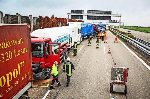 Gefahrgut-Lkw in Auffahrunfall verwickelt