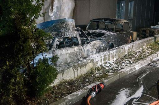 Fahrzeuge brennen in Asperg aus