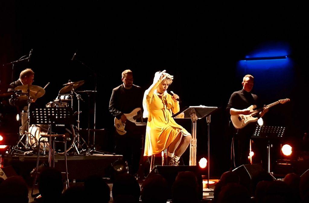 Gitte und ihre hervorragende Band im Bürgerhaus Kernen. Foto: Dirk Herrmann