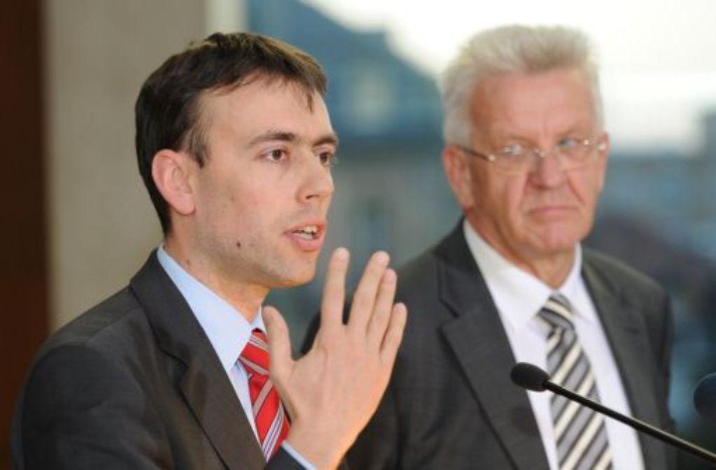Nils Schmid (links) und Winfried Kretschmann müssen den Konflikt mit den Beamten austragen. Foto: dpa
