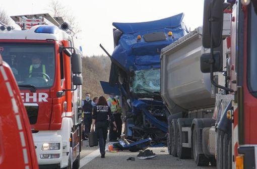 Etliche Gaffer filmen tödlichen Unfall auf A8 bei Pforzheim