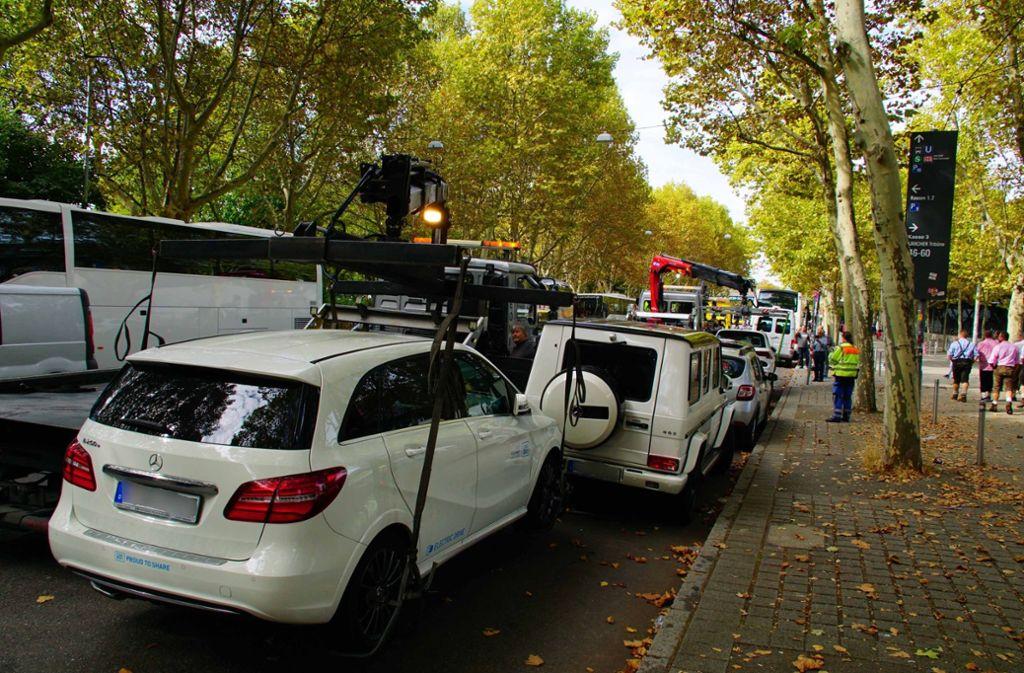 Am vergangenen Samstag lähmte das Verkehrschaos rund um den Cannstatter Wasen große Teile des Stadtbezirks. An diesem Wochenende wollten Polizei und Stadt härter durchgreifen. Foto: Andreas Rosar Fotoagentur-Stuttg