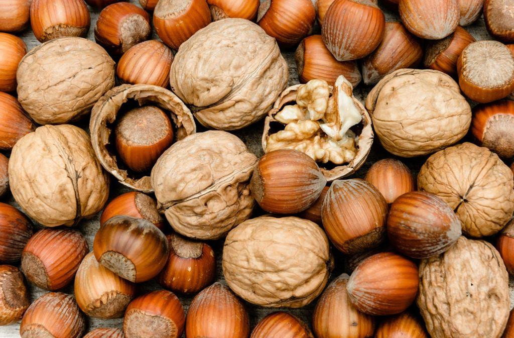 Nüsse enthalten nicht nur wertvolle Fette, sondern auch Ballaststoffe Foto: dpa