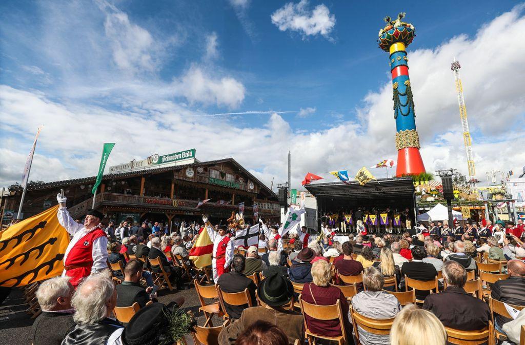 Für Traditionalisten ist die Eröffnung an der Fruchtsäule die echte Eröffnung des Cannstatter Volksfestes. Foto: Lichtgut/Christoph Schmidt/Christoph Schmidt