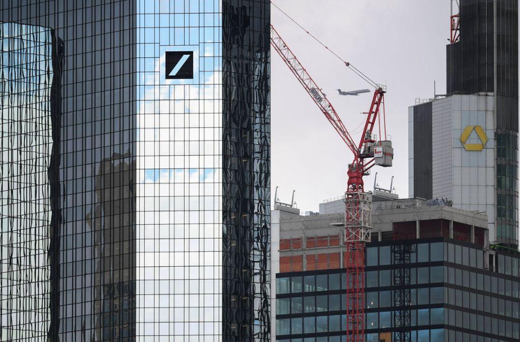 Die Gerüchte über eine mögliche Fusion von Deutscher Bank und Commerzbank reißen nicht ab. Foto: dpa