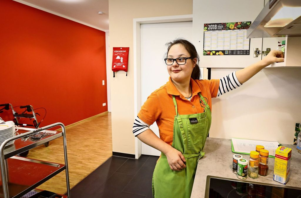 Margarita Mitrova arbeitet in der Tagespflege in Rutesheim. Foto: factum/Simon Granville