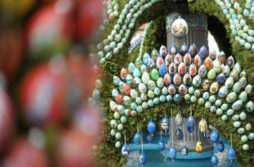 Rauchende Pilze und Brunnen zu Ostern