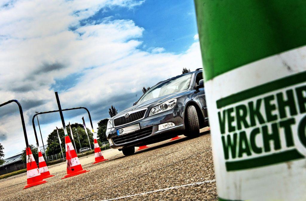 Im Stauferpark haben Autofahrer  die Grenzen des eigenen Autos ausgelotet. Foto: Horst Rudel