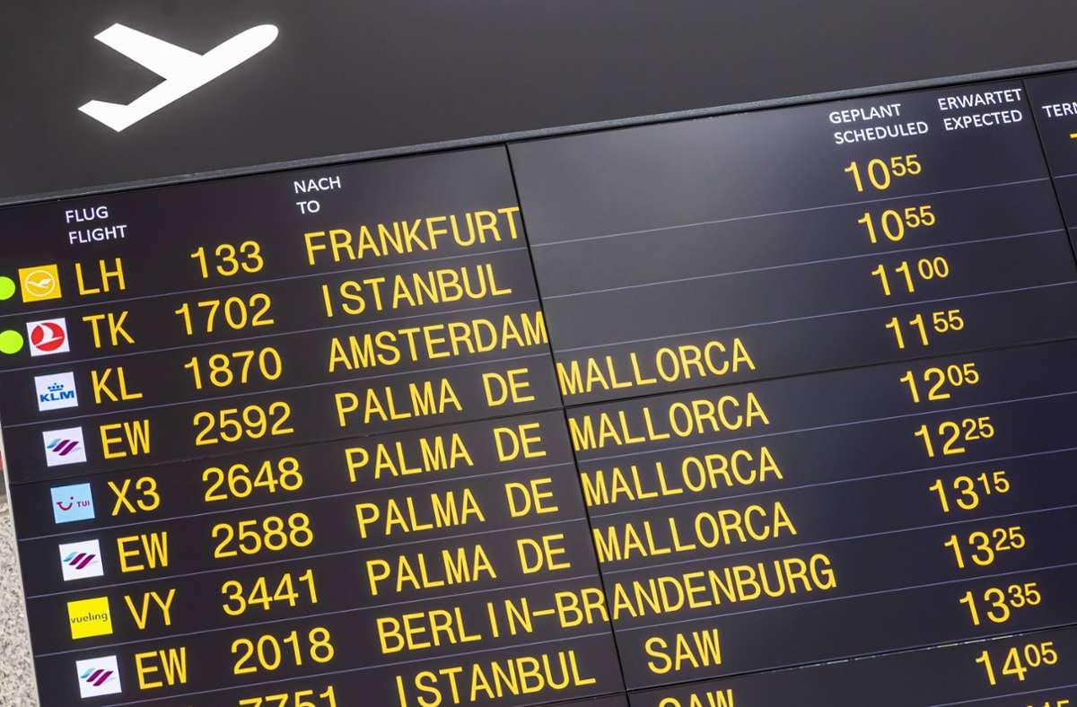 In den einzelnen Urlaubsländern gelten unterschiedliche Corona-Regeln (Symbolbild). Foto: imago images/Arnulf Hettric//