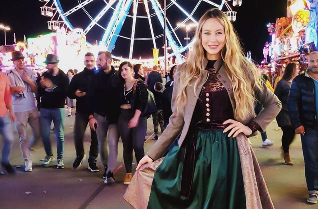Sandy Meyer-Wölden im teuersten Dirndl der Welt von Stuttgarter Designerin Kinga Mathe. Foto: Glomex
