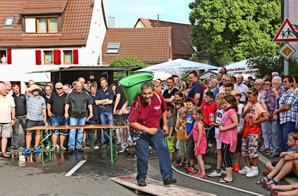 Beim Straßenfest ist immer gut was los. Das Ratespiel fällt diesmal mit Blick auf die WM aber  etwas bescheidener aus. Foto: Gorr/Archiv