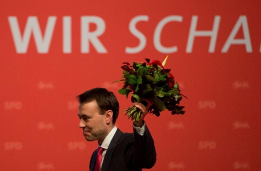 Ein Denkzettel durch die Blume: Landesvorsitzender Nils Schmid nach seiner Wiederwahl. Foto: