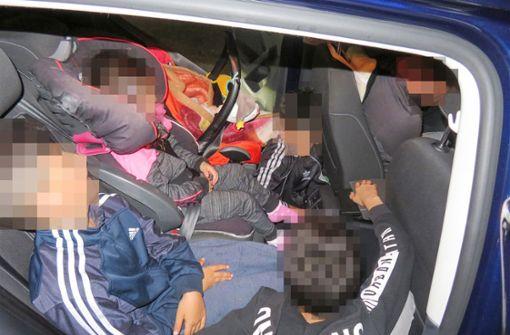 Mit Tempo 190 an der Polizei vorbei – fünf Kinder auf der Rückbank