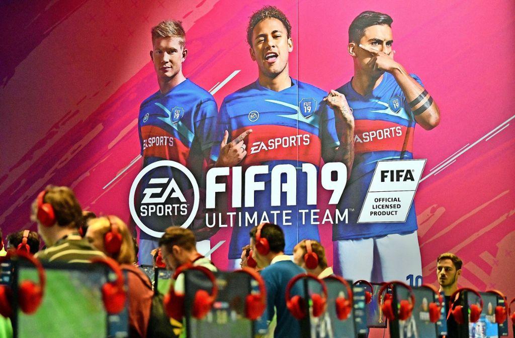 Spieler kaufen bei Fifa Ultimate Team   Pakete, in denen sich Fußballerkarten befinden – mit etwas Glück ist Neymar drin. Foto: AP
