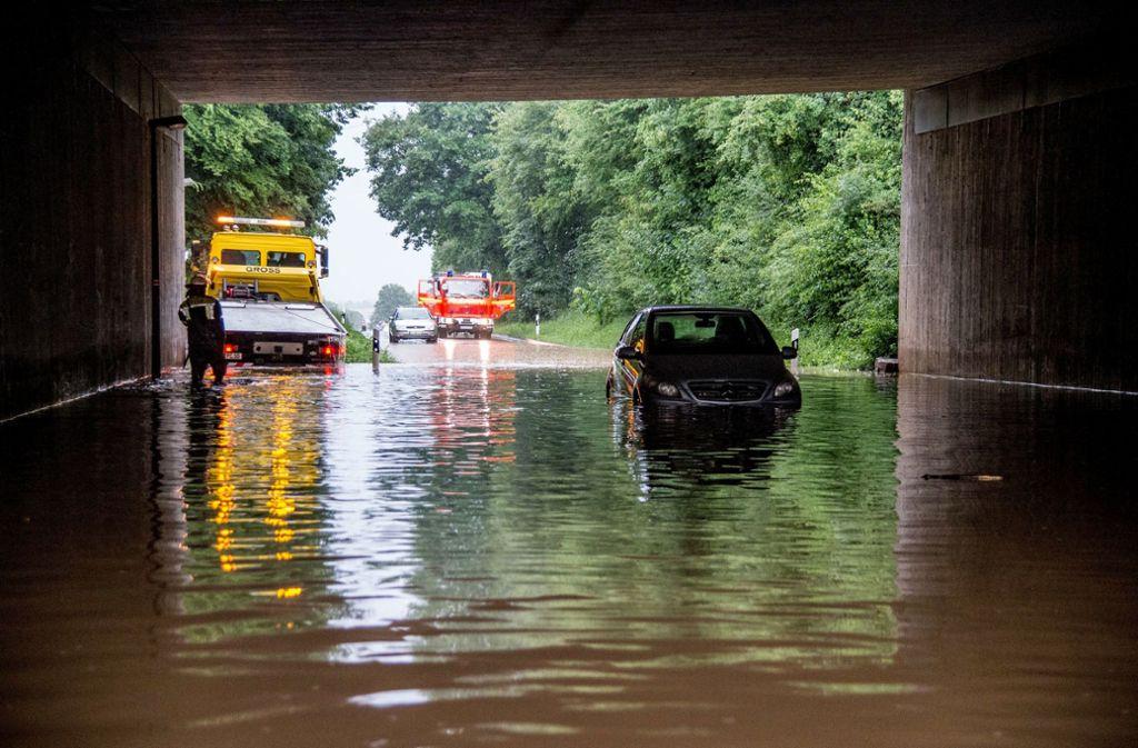 In Kirchheim unter Teck im Landkreis Esslingen hat das Unwetter starke Schäden angerichtet: Straßen wurden überflutet und Keller liefen voll. Foto: Sueddeutsche Mediengesellschaft/dpa