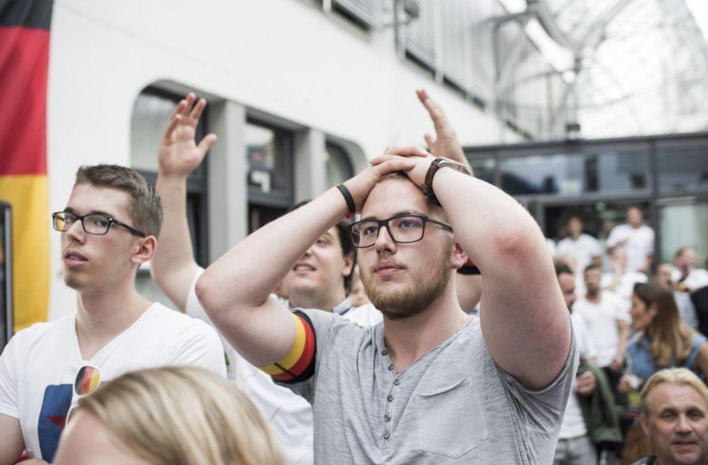 Zitterpartie – Fans der deutschen Mannschaft in Stuttgart fiebern beim Halbfinale mit. Foto: 7aktuell.de/Eyb