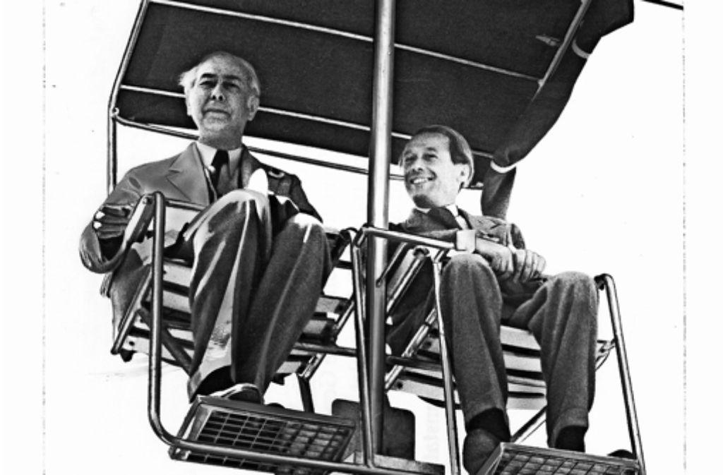 Bundespräsident Theodor Heuss (links) und Alfred Bockemühl, technischer Direktor der SSB, 1950 bei der Eröffnungsfahrt. Foto: SSB-Fotoarchiv/Stadtarchiv