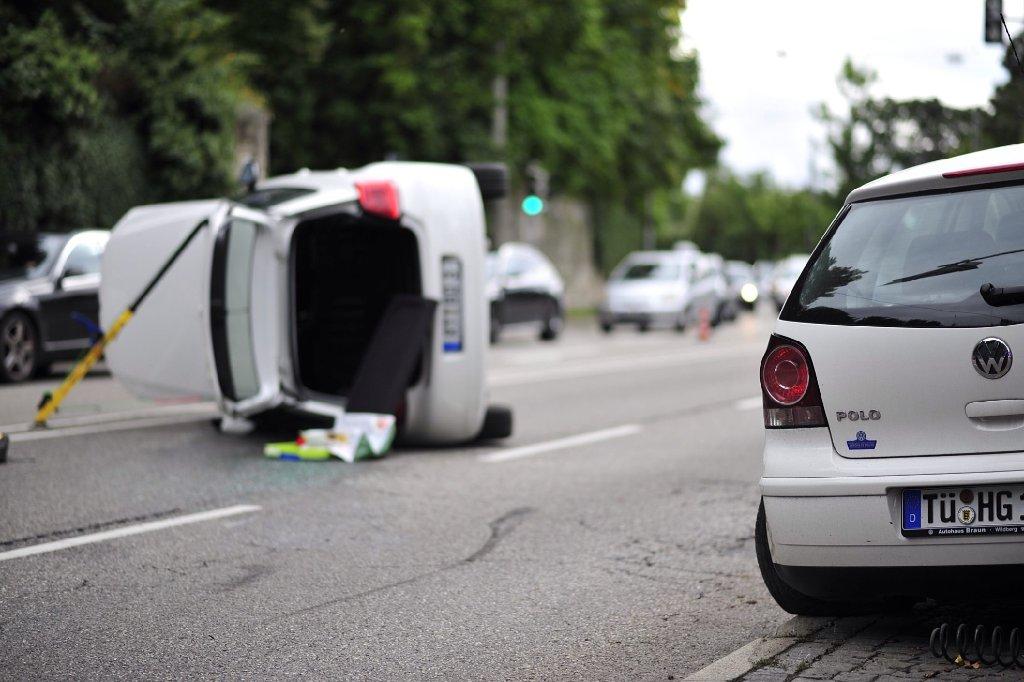 Auf der Neuen Weinsteige kommt es wegen eines Unfalls zum Verkehrschaos. Foto: www.7aktuell.de |