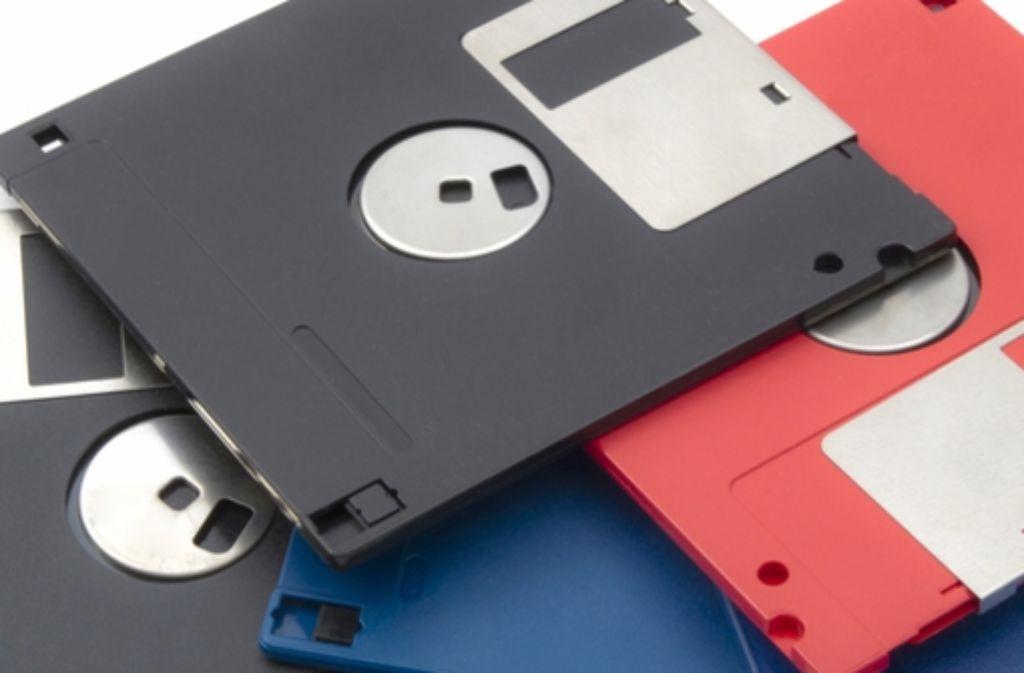 Ein Bild aus grauer Vorzeit: 3,5-Zoll-Disketten, auf die, wenn man Glück hatte, ein simples Computerspiel draufpasste. Foto: Shutterstock/Ingvar Bjork