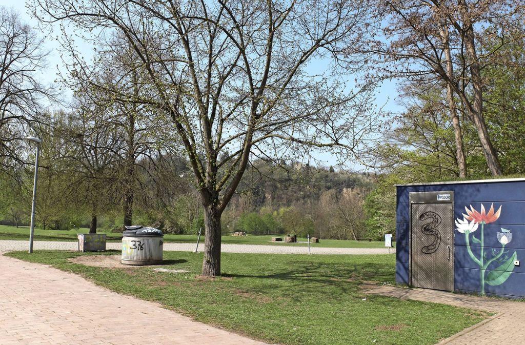 Die Stadt plant ein Besucherlenkungskonzept und will am See auch weitere Müllbehälter aufstellen. Foto: Iris Frey