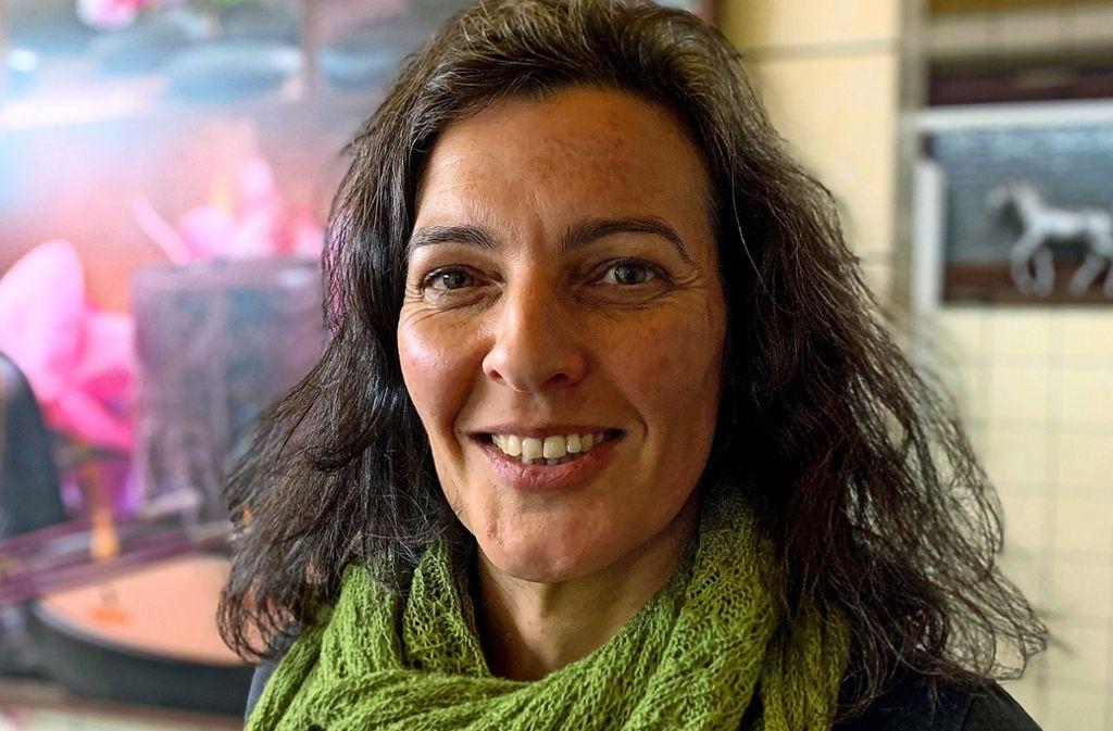 Anita Eßling hat eine lange Leidensgeschichte hinter sich: Sie ist von Geburt an auf dem rechten Ohr taub. Doch erst mit 30 Jahren bekam sie ein Hörgerät. Foto: Claudia Leihenseder