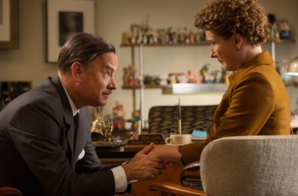 Die Lady lässt sich nicht so leicht erweichen: Walt Disney (Tom Hanks) möchte  der pikierten P.L. Travers (Emma Thompson) sein Filmkonzept näher bringen. Foto: Walt Disney Studios