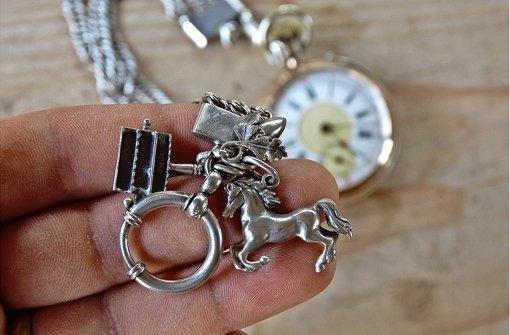 Silberpferdle  und Trachtknöpfe als Statussymbol
