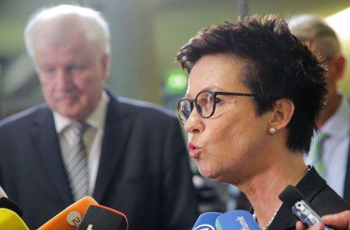 Unionsstreit über Asylpolitik wird heftiger - Seehofer entlässt Cordt