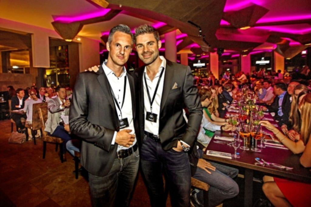 Andreas Keller und Robert Fallbacher (v.l.) tun Gutes beim Feiern. Foto: