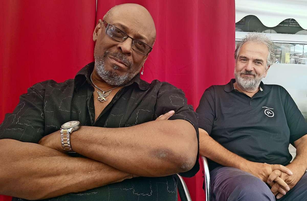 """Der Sänger und Saxofonist Sir Waldo Weathers (links) hat sein Lied """"In the Days"""" mit Unterstützung von Mario Nantscheff  aufgenommen. Foto: Michael Werner"""