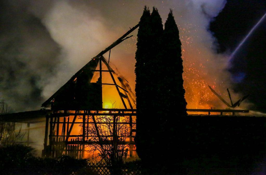 In wenigen Minuten stand der ganze Stall in Flammen. Foto: 7aktuell/Christina Zambito