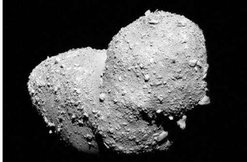 Asteroid Ryugu ist porös wie Braunkohle