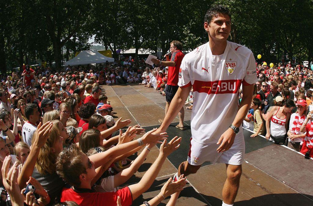 Liebling der Fans: Mario Gomez bei der Saisoneröffnung des VfB Stuttgart im Sommer 2007 Foto: