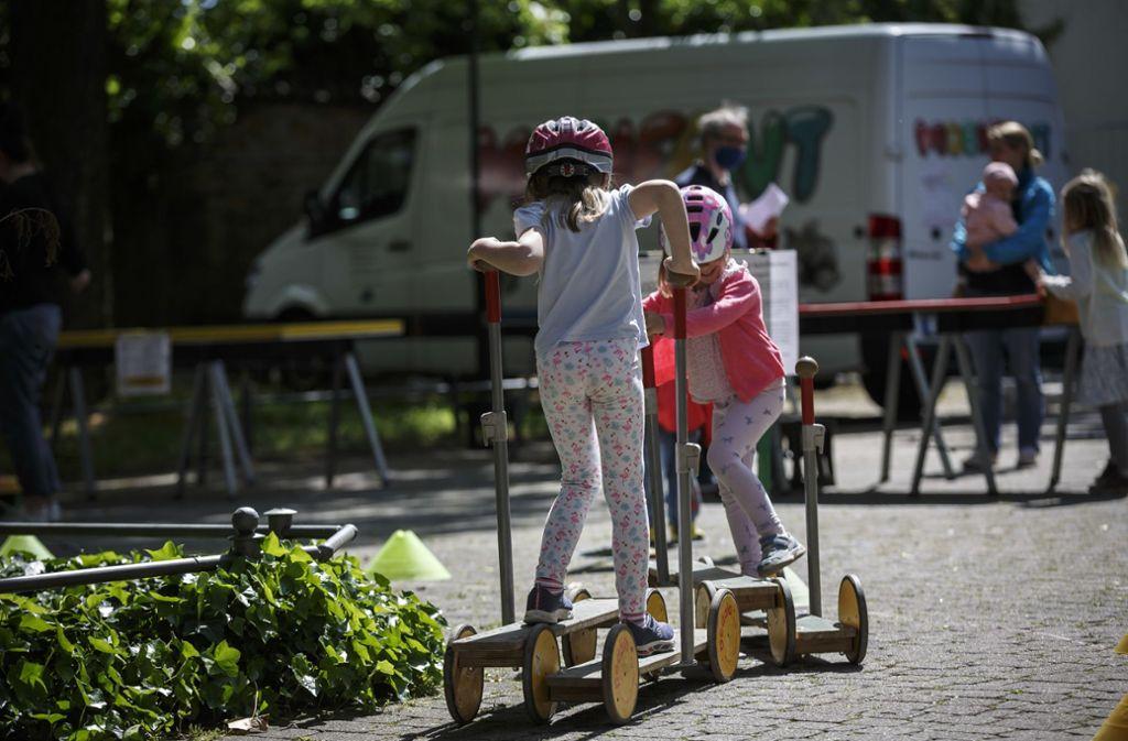Das Spielmobil war wieder unterwegs und hat  Station in Möhringen gemacht. Foto: Lichtgut/Julian Rettig