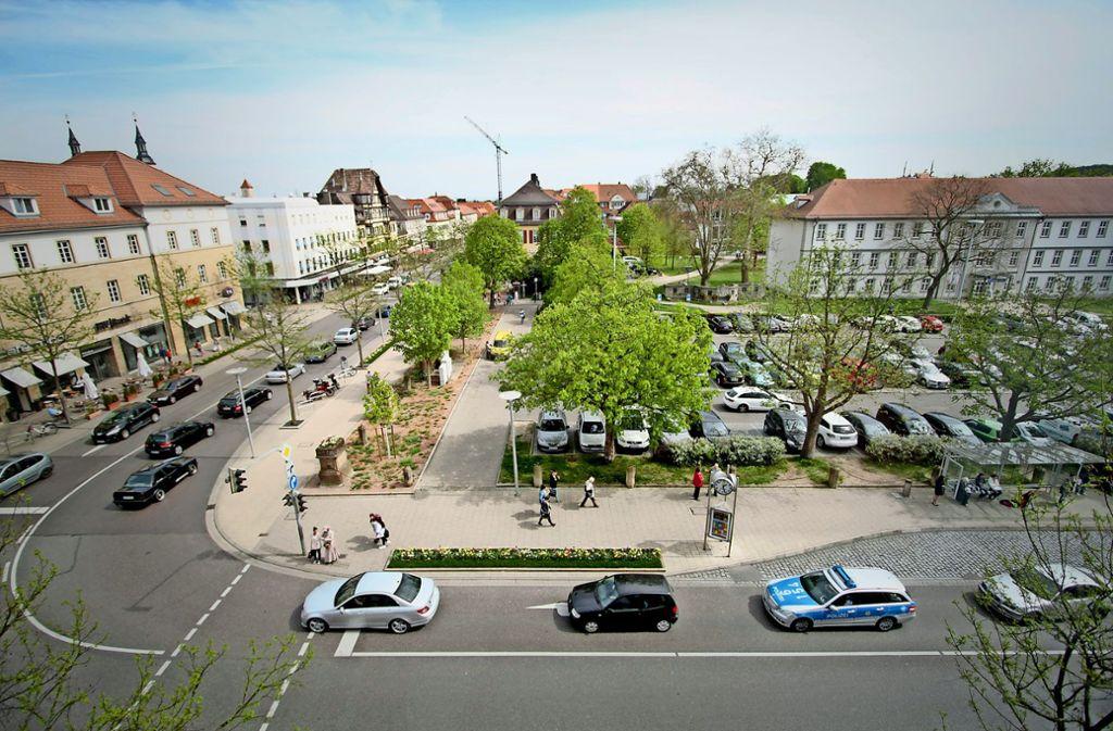 Der Arsenalplatz im Ludwigsburger Stadtzentrum soll  autofrei und das gesamte Umfeld weitgehend von Individualverkehr befreit werden. Bei vielen Stadträten und Einzelhändlern ist das umstritten. Foto: factum/Archiv