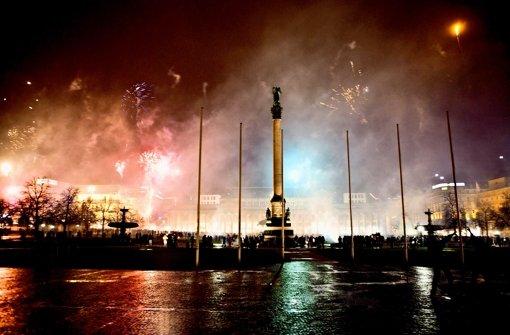 Schöne Aussicht: Das Jahr 2013 wird mit Feuerwerk begrüßt. Foto: Achim Zweygarth