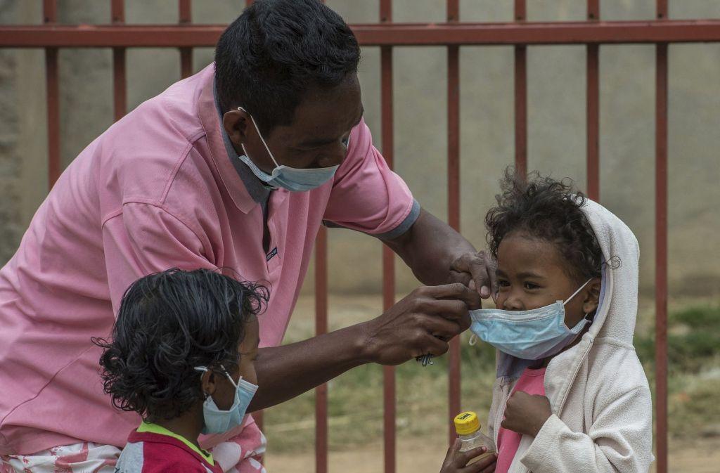 Die Menschen in Madagskar schützen sich vor dem Pestbakterium: Laut der Weltgesundheitsorganisation WHO starben seit August 24 Menschen an der Pest; 131 infizierten sich. Foto: AP