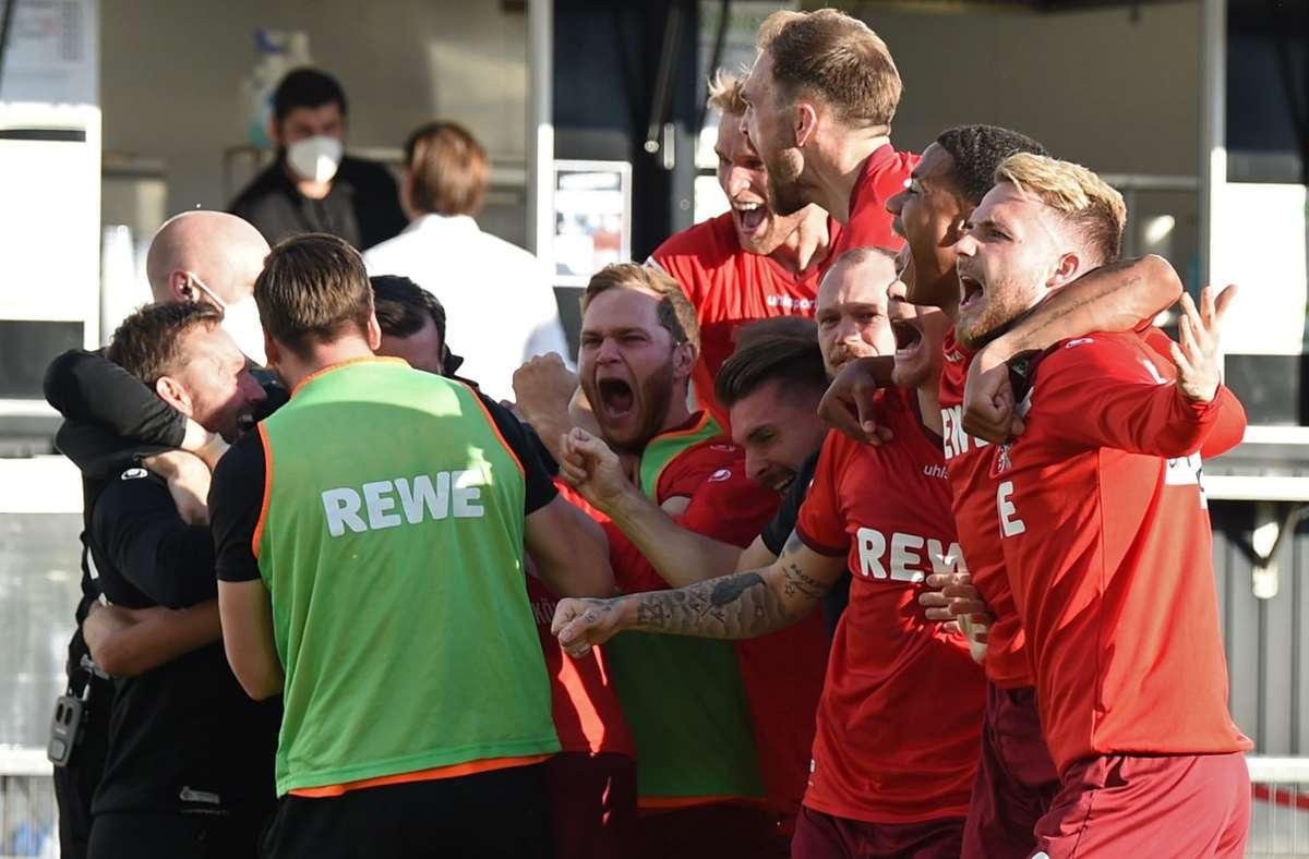 Die Party des 1. FC Köln begann schon im Stadion von Holstein Kiel. Foto: dpa/Carmen Jaspersen