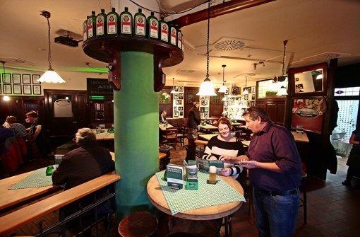 Viel dunkles Holz, Bierbänke und regionale Küche: das Brauhaus in Ludwigsburg ist rustikal, aber nicht zu rustikal. Foto: factum/Granville