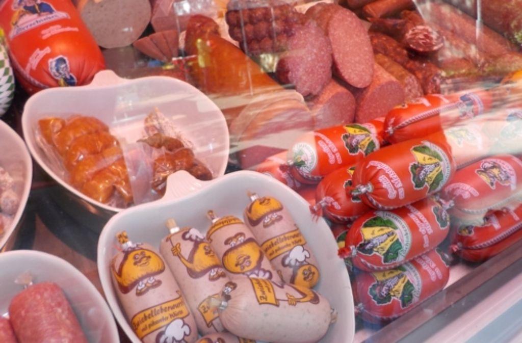 Fleisch- und Wurstwaren gibt es auf dem Fasanenhofer Wochenmarkt schon immer zu kaufen. Bei anderen Produkten hat es zwischendurch mau ausgesehen. Foto: Alexandra Kratz