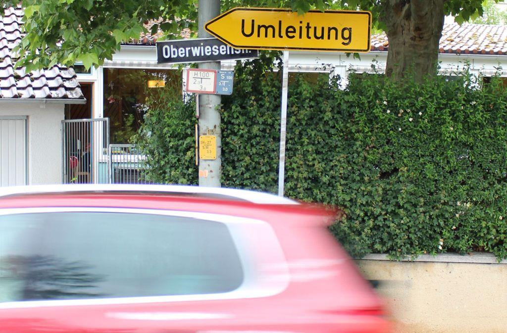 Wer aus der Straße Im Lauch kommt und diesem Schild folgt, fährt falsch. Foto: Caroline Holowiecki