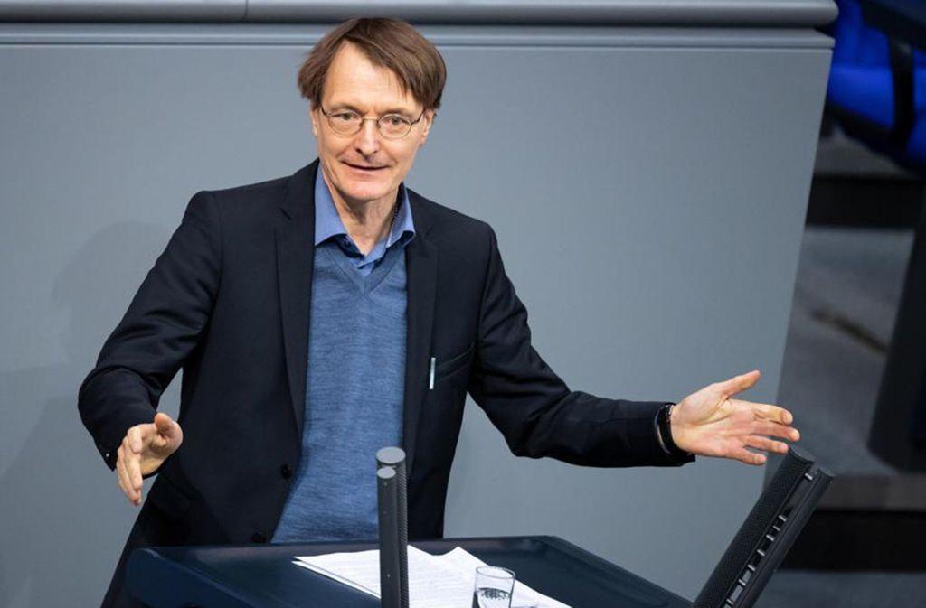 Mal ohne Fliege: Der SPD-Politiker Karl Lauterbach bei eine Haushaltsberatung im Bundestag. Foto: dpa/Bernd von Jutrczenka