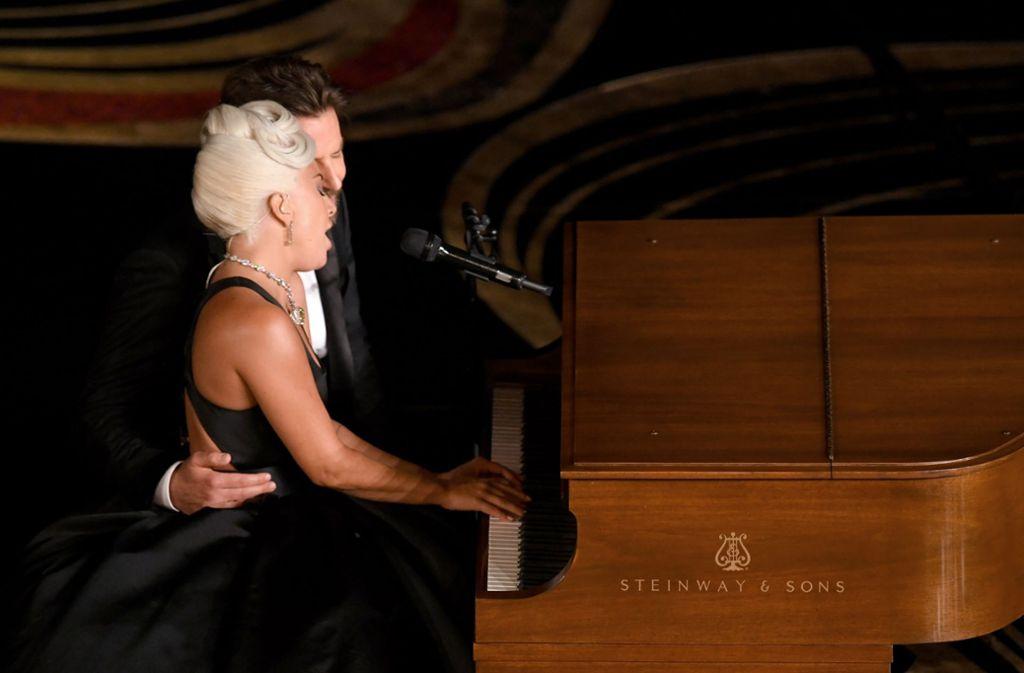 "Inniger Moment bei den Oscars: Lady Gaga und Bradley Cooper singen ""Shallow"". Foto: GETTY IMAGES NORTH AMERICA"