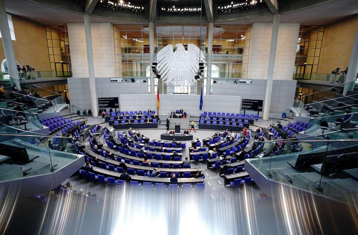 Lichtausfall im Bundestag. Die Sitzung des Plenums muss unterbrochen werden. Foto: dpa/Kay Nietfeld