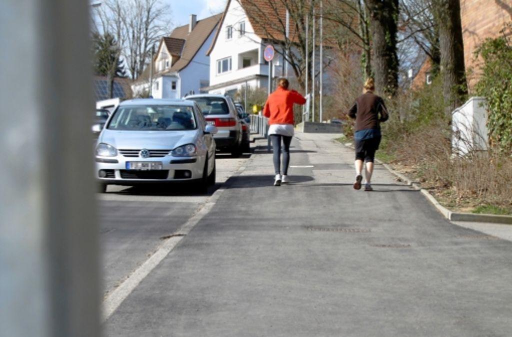 Wie der silberne Wagen parkte auch Otto Kettmann sein Auto an der Paracelsusstraße und erhielt dafür ein Knöllchen. Foto: Judith A. Sägesser