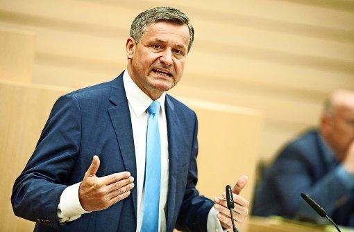 Opposition wirft Grün-Schwarz Selbstbedienung vor